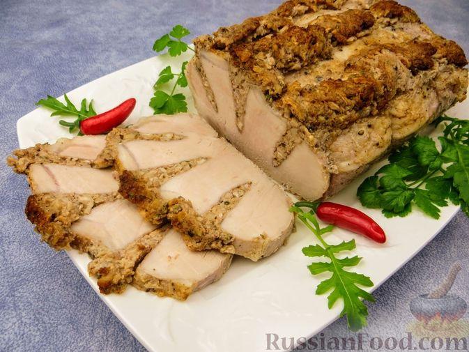 Запечённое мясо с ореховой начинкой