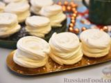 Кокосовые пирожные-безе со сливочным кремом и джемом