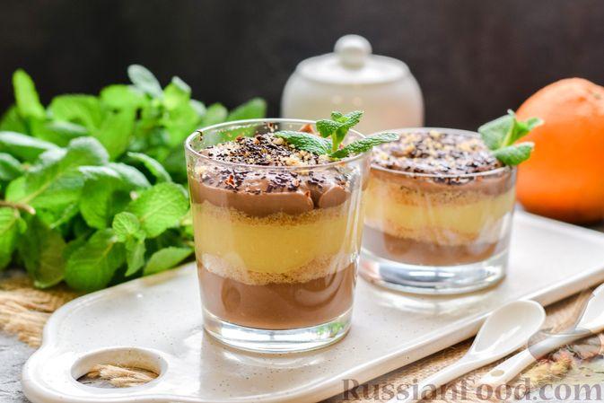 Десерт с печеньем, апельсиновым и шоколадным заварным кремом