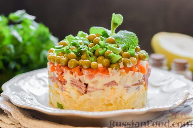 """Слоёный салат """"Оливье"""" с грушей и ветчиной"""