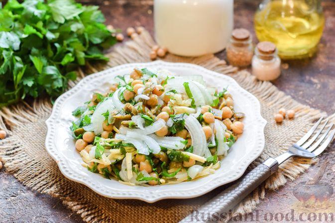 Салат с нутом, оливками и сыром