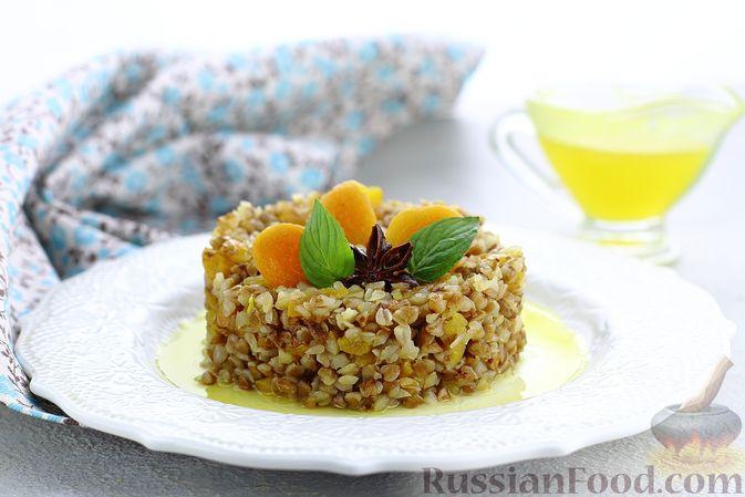 Гречневая каша с курагой, имбирными цукатами и апельсиновым соусом