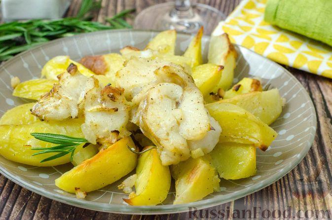 Треска, запечённая с картофелем и розмарином