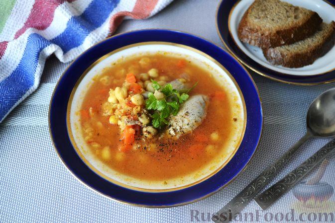 Пряный куриный суп с нутом и красной чечевицей