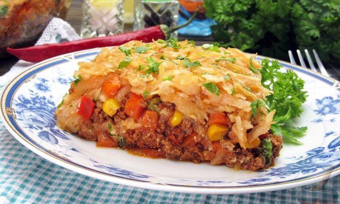 Картофельная запеканка с мясным фаршем и замороженными овощами
