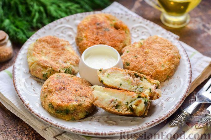 Картофельные котлеты с консервированным тунцом, сыром и зеленью