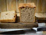 Пшенично-ржаной цельнозерновой хлеб из дрожжевого теста на закваске